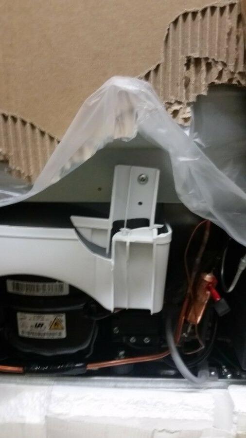 Insignia™ - 10.2 Ft. Bottom-Freezer Refrigerator - Black -